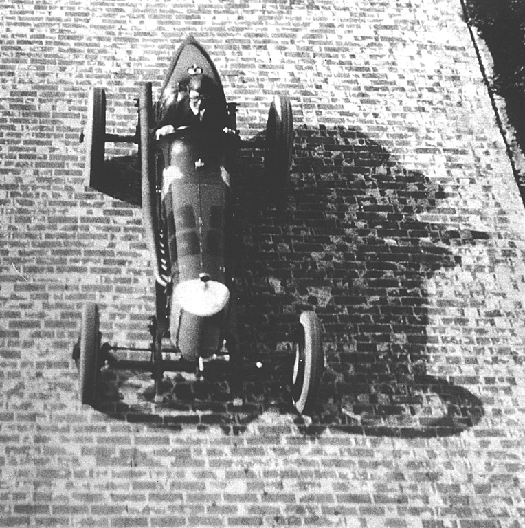 Ernest Eldridge testing the Miller in 1926 at the Indianapolis Speedaway. He was so impressed that he ended by buying one and bringing it back to Europe. The car ended up as the Derby Miller.