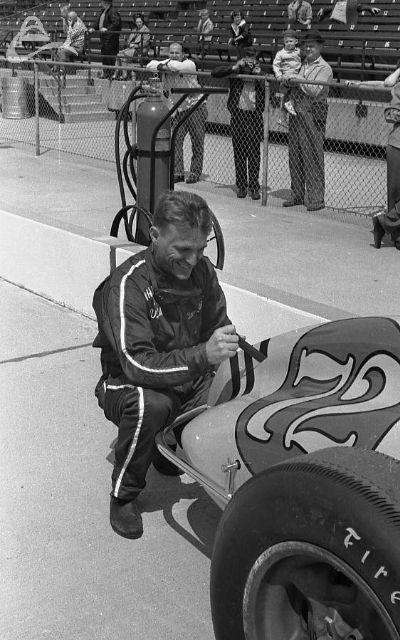 Dan Gurney is all smiles as he removes his rookie stripes, 1962. (Johnson)