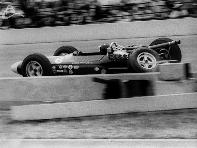 Jim Clark's suspension fails while leading the race. 1964. (Johnson)