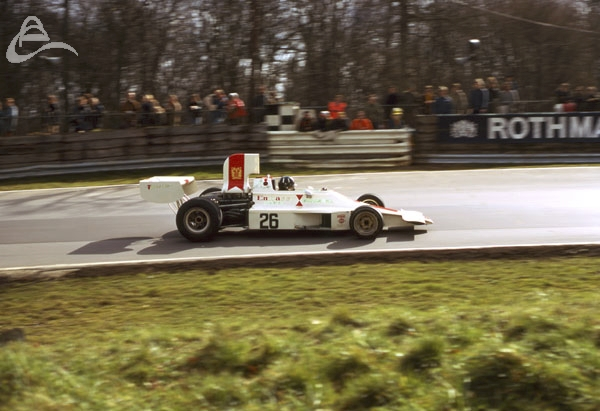 Graham Hill in his Embassy Racing F1 approaches Druids at Brands Hatch.