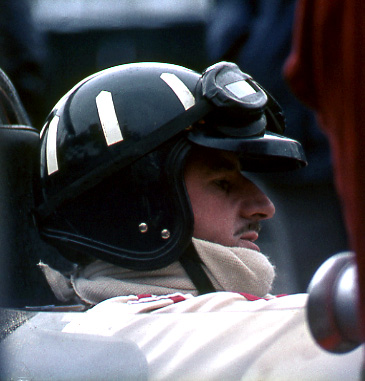 Graham Hill, Gold Leaf Team Lotus F1, Silverstone.